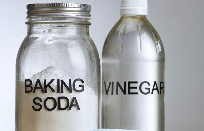 Method 1 - With Baking Soda And Vinegar